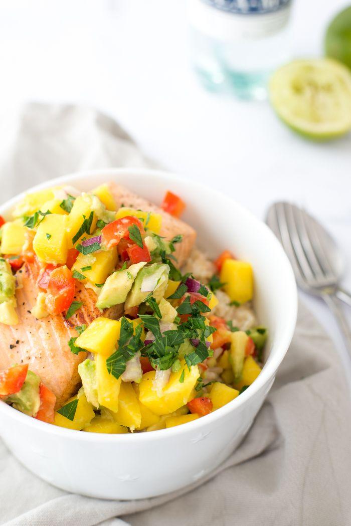 Rijst met zalm en avocado-mangosalsa