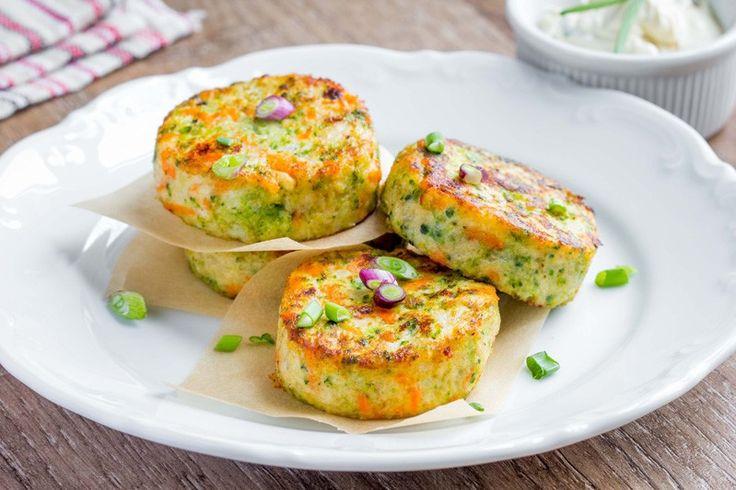 Le frittelle di broccoli sono un secondo piatto ideale per gli amanti delle verdure ma sarà perfetto anche per far consumare vari ortaggi anche a chi non li ama molto. Ecco la ricetta