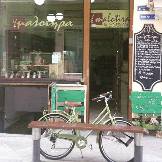 Ποδήλατο στα χρώματα της #malotiradeli . Όοοοχι δεν το πουλάμε, μας επισκέφθηκε.!! #vintage #bike #healthylifestyle
