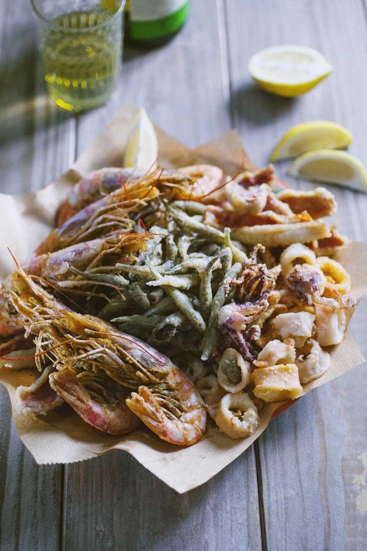 Fritto misto di pesce: Quante volte hai ordinato un bel #frittomisto di #pesce al ristorante? Ora puoi farlo tu in casa, ogni volta che vuoi e per tutta la famiglia!