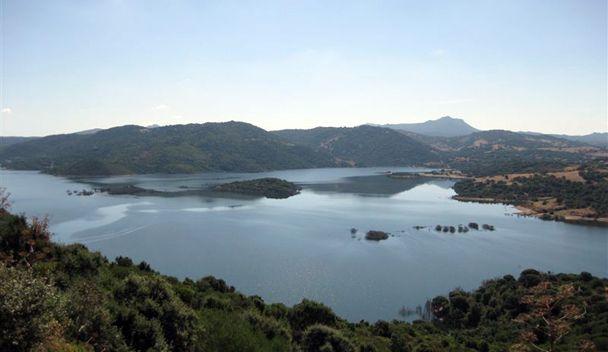 Lo splendido Lago di Posada  Eccolo: http://goo.gl/UtCLfb