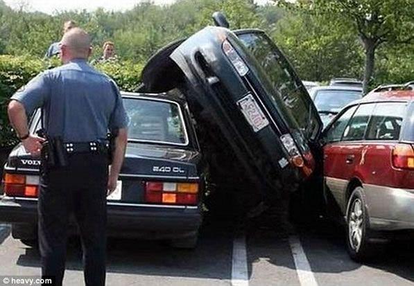 ¿quién es más torpe estacionando un auto? ¿Ellas o Ellos?