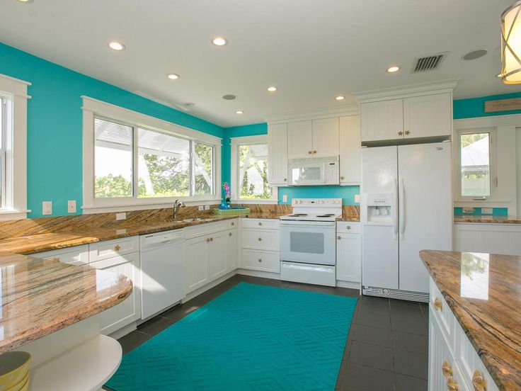 This contemporary, stunning kitchen with its sophsiciated beach themed style is perfect to keep your family replenished on holiday in Anna Maria Island, Florida.