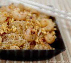 Gli spaghetti di soia con gamberetti sono una delle ricette cinesi che più preferisco. E' una ricetta light, facile e veloce da preparare. Sarà un successo!