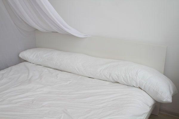 Подушка АЙКА, самая простая по форме из наших моделей. Несмотря на свою простоту, эта подушка является функциональной и уютной. Её можно обнять, при этом удобно уложив растущий животик, подложить под спину или уставшие ножки, чтобы облегчить нагрузку на мышцы. ЦВЕТНАЯ НАВОЛОЧКА НА МОЛНИИ, В ПОДАРОК