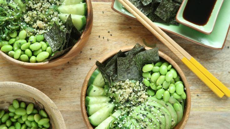 Aangezien mijn favo sushi avocado bevat, deel ik hierbij mijn het recept voor een vegetarische sushi bowl met avocado en komkommer. Enjoy! www.eatpurelove.nl