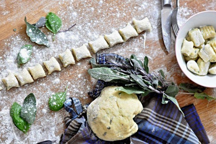 Kitchen story   Domácí bramborové noky se šalvějí   http://www.kitchenstory.cz