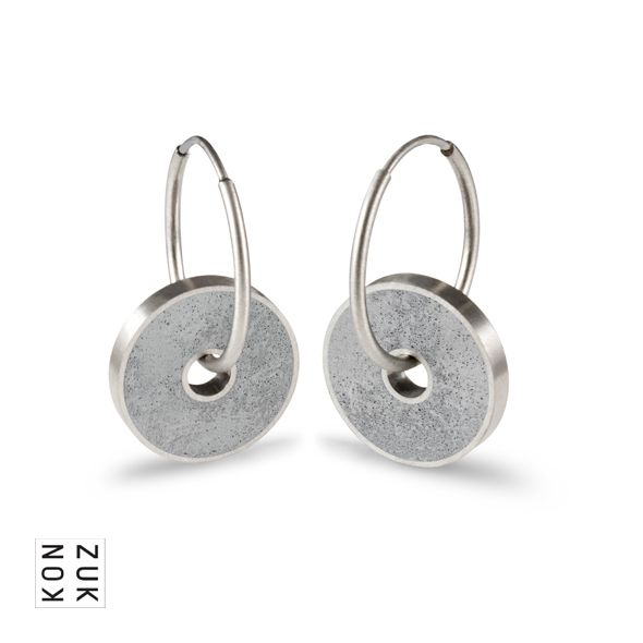 KMe212 Discus Concrete Earrings