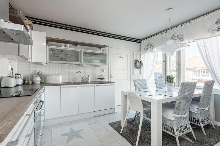 Romanttista tunnelmaa keittiössä - Etuovi.com Sisustus