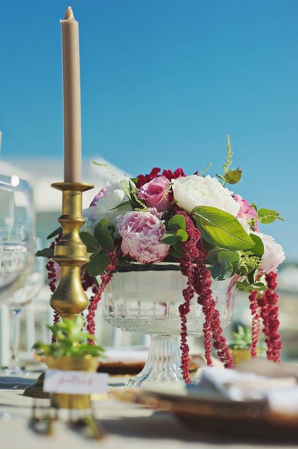 Elegant gold and fuchsia table decor | Image by Thanasis Kaiafas