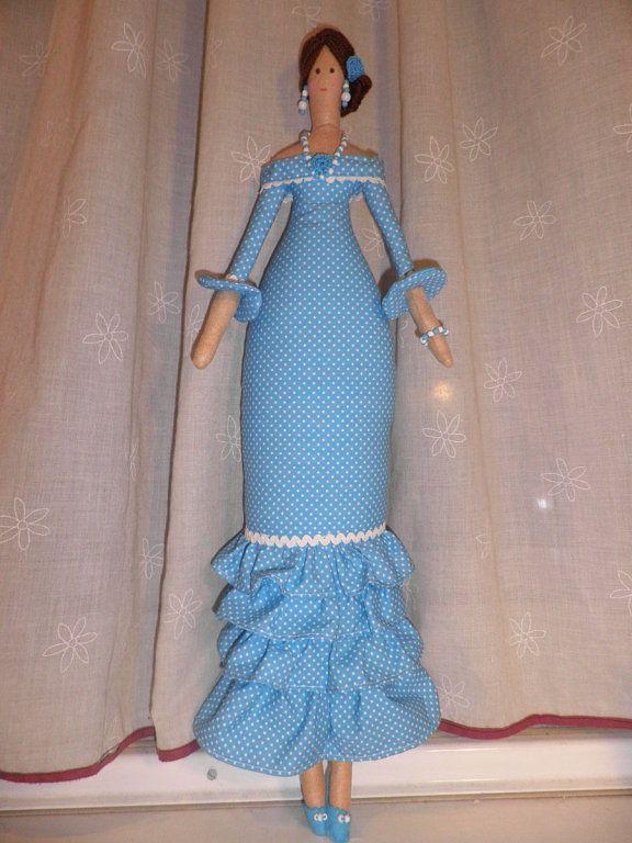 Tilda in light blue dot ruffled dress --am_228323_6133004_388883.jpg (576×768)