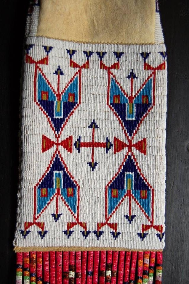 SIOUX. ( Photo Bronislav Hoksila ) These triangles seem to be arrows. But I's like to know what they represent.