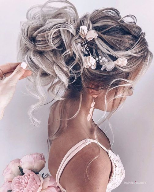 Hello to all you brides to be. If you are looking for some stunning inspiration for your wedding day, here are 10 trends for 2019 that will be a head turner.  # 1.  The New Half-Up bridal hairstyles Now instead the hair pulled back and laid flat with a few bobby pins. Are you into this trend for your wedding? #bridal #bridalhair #wedding #weddinghairstyles