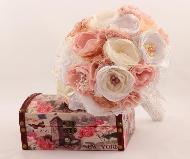 Buchet mireasa din flori textile in nunate de rose quar…