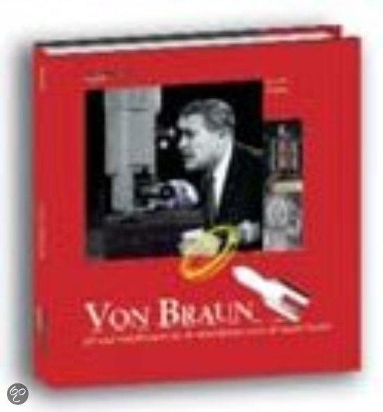 Wernher von Braun had als jongen al een droom: een ruimtereis maken. Hij hield vast aan zijn  droom, ging rakettechnologie studeren en kreeg een baan in de Duitse raketfabriek in  Peenemunde, waar hij lange afstandsraketten maakte. Von Braun ontwikkelde de beroemde V2-  raket, een dodelijk wapen dat vooral in Engeland veel slachtoffers maakte.