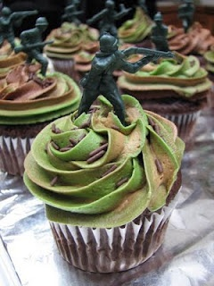 Camo Icing ... complete with plastic army dude for a boy's birthday party