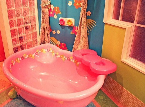 Hello Kitty Bathtub... cute for children, but TOO MUCH Hello Kitty for me! lol