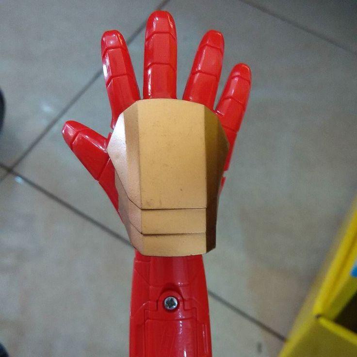 Mainan anak-anak tangan ironman