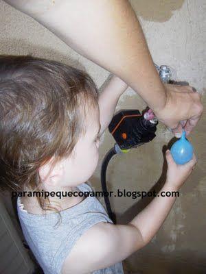 Jugar con globos con agua