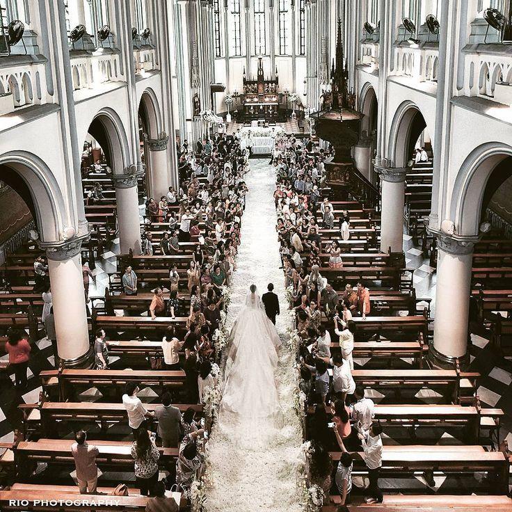 """The wedding entrance... @chelseaoliviaa and @glennalinskie #glennchelseawedding #riomotret #riophotography"""