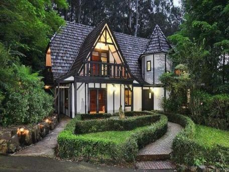 A Tudor mansion in the Dandenongs. The Dandenongs is full of houses and scenery like this... breath-taking place of beauty
