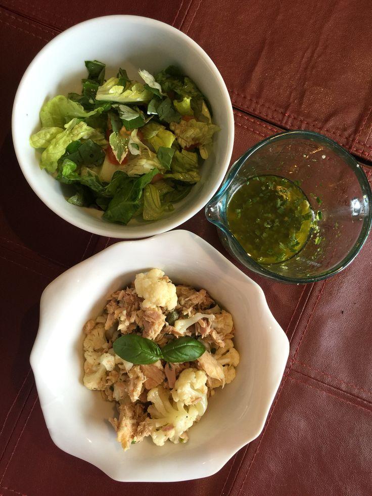 Salade de chou-fleur et thon, vinaigrette à la lime et aux fines herbes.  Faire cuire le chou-fleur légèrement au micro-onde. Y ajouter une canne de thon jalapeños dans l'huile d'olive (peut être remplacé par du crabe ou du homard), des câpres et la vinaigrette.  Vinaigrette : zeste de lime, jus de lime, ciboulette, coriandre fraîche, ail frais haché, huile d'olive.  Servir avec une laitue, tomate et basilic frais.