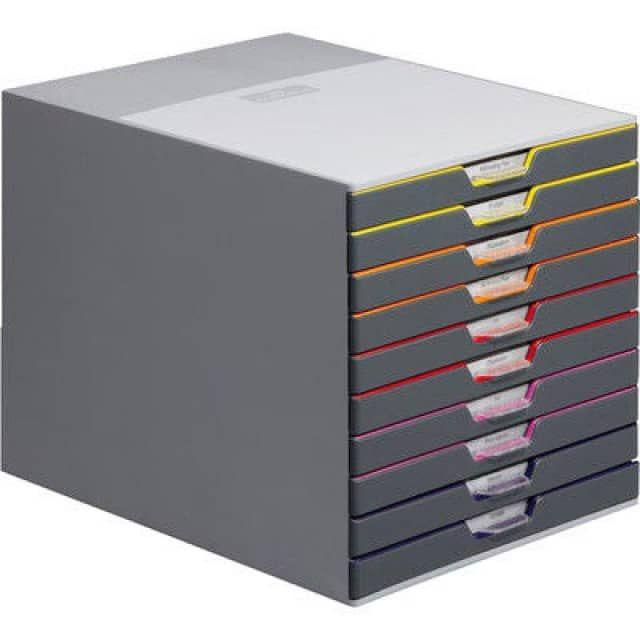 Ce module de classement innovant Varicolor 10 se présente avec 10 tiroirs fermés de couleur parfaitement sécurisés par un blocage sélectif. Il peut s'empiler et permet de ranger des enveloppes jusqu'au format C4, des documents, des magazines, des jouets et du petit matériel de bureau ou autre. Ce système de rangement pratique Durable est indispensable pour garder une vue d'ensemble ordonnée au bureau et à domicile. Il peut se ranger sur une étagère ou aussi directement sur la table de…