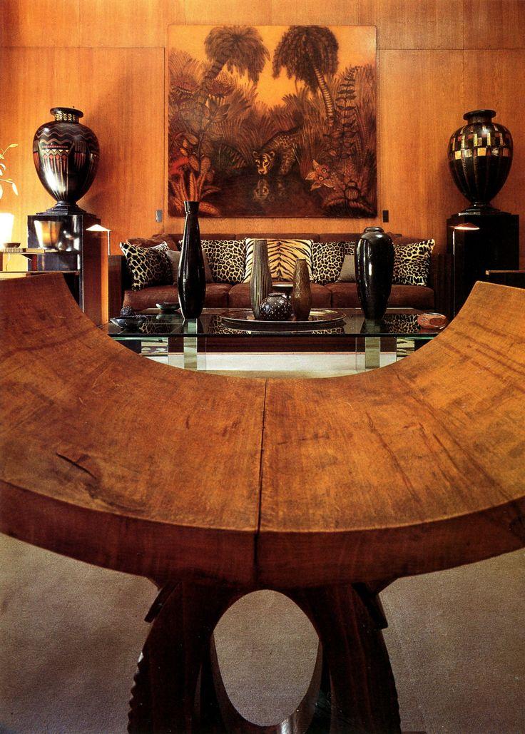 gildedjuggernaut: арт-деко стиле с 1970 отображаются вазы Жана Dunand * Жан Dunand нашел вдохновение в африканском искусстве, и эта комната показывает свою работу надлежащим образом в окружении текстур с африканского континента.