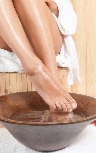 Régi praktikák egyike, téli estéken a lábak áztatása, sós vízben. Évente 8 – 10 alkalommal érdemes 30 perces kúrákat beiktatni és szervezetünk szinte újjá születik.
