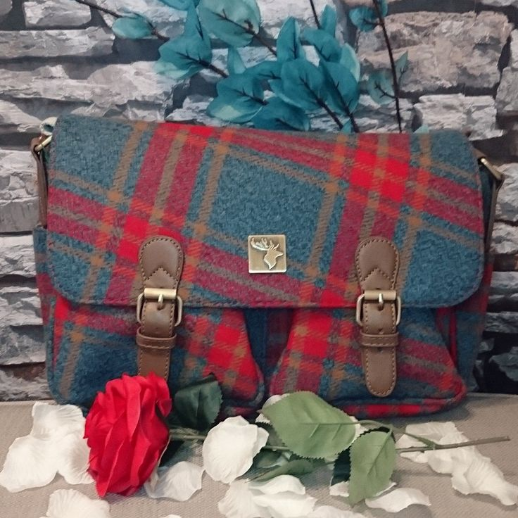 Gorgeous handbag from House of Tweed | Great for everyday, water resistant, uv protected and very stylish | Get that country look NOW! | Lofthouse Equestrian