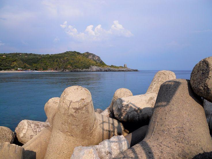 Veduta di Torre Zancale dal porto di Rocco Messina  #marinadicamerota.sa.it #traterraemare