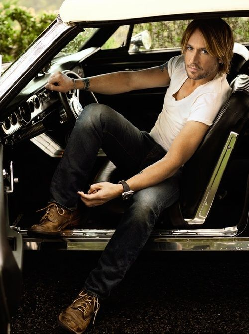 Keith Urban, I don't like country music but uhh..I like him.