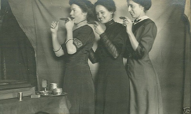 Women smoking cigars / cigarettes ...and  having fun in parlor by Kingkongphoto & www.celebrity-photos.com, via Flickr