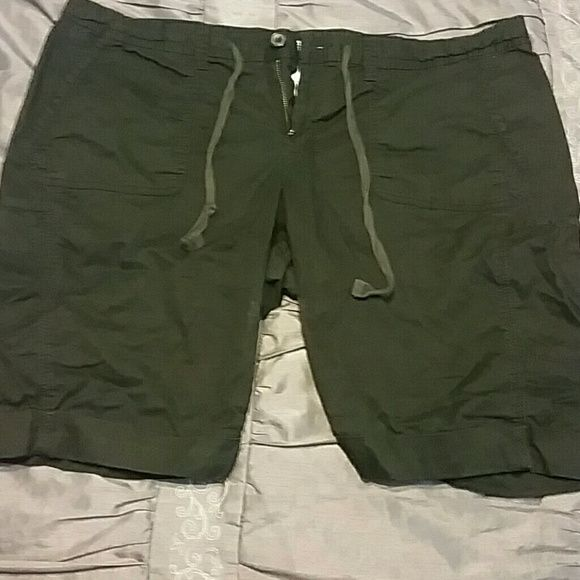 Women's bermuda shorts Women's bermuda shorts. Gently used. Still have lots of life left to them. Old Navy Shorts Bermudas