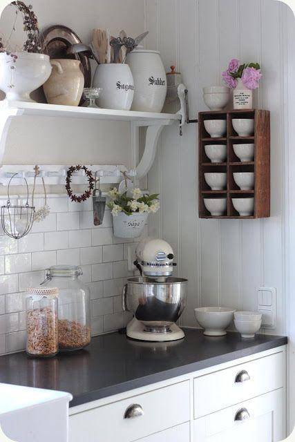 LILLA BLANKA: Franskt porslin och gammaldags rosor ~ French porcelain and old-fashioned roses