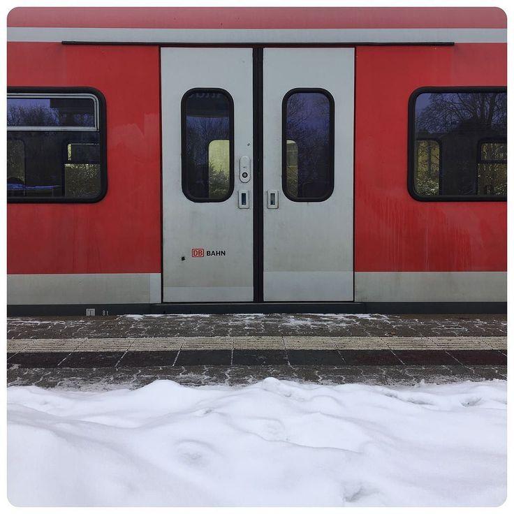 about to hop on the S-Bahn (S2) towards Nürnberg.  #Altdorf #Bahnhof #Snow #Schnee # #Winter