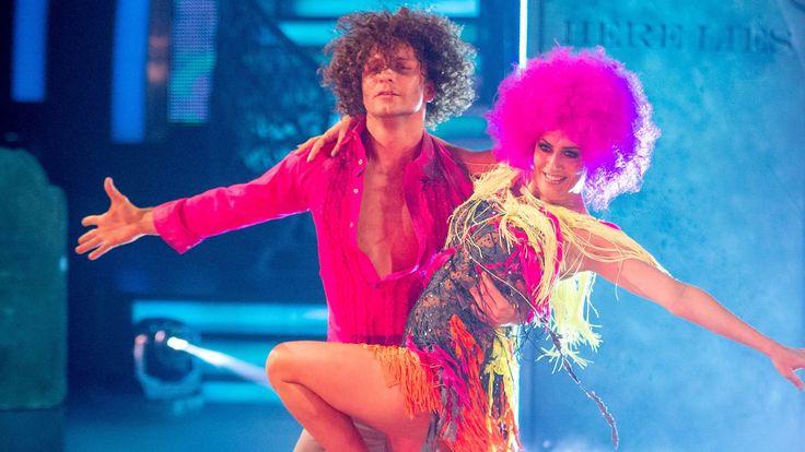 Caroline Flack & Pasha Kovalev Samba to 'Le Freak' - Strictly Come Danci...