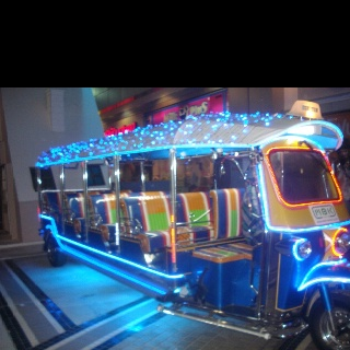 Now, this is a Tuk Tuk Party!
