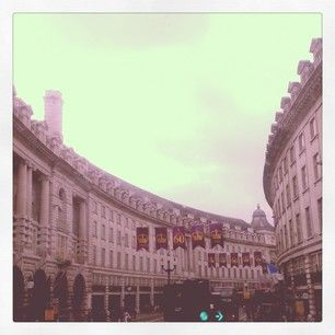 #regentstreet #architecture #london #shopping #shops #sales by @simscambio