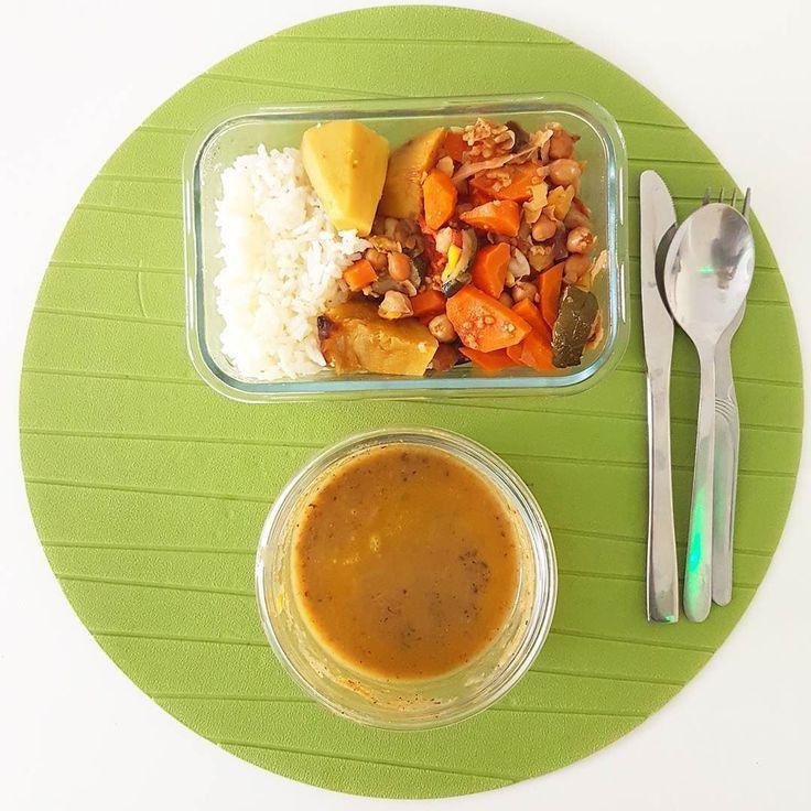 Legumes assados quem gosta? Aqui com grão-de-bico batata-doce cenoura courgette alho francês e tomate (adoro!). Acompanhado com arroz e claro sopa para começar