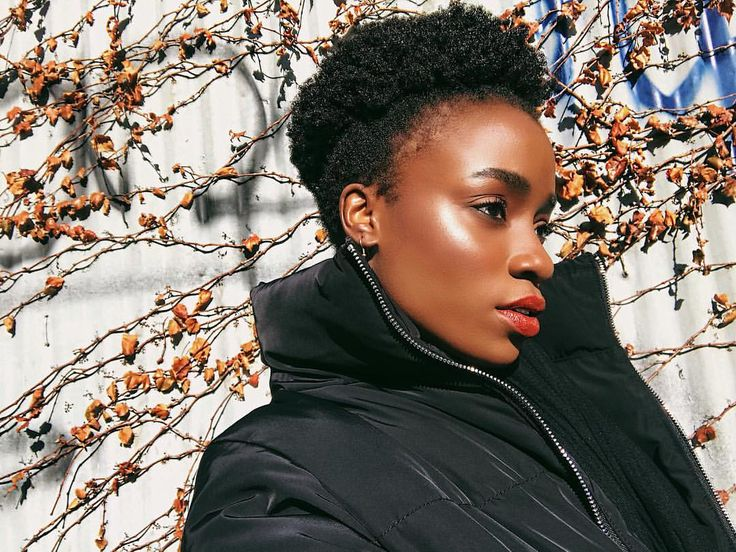 "Gefällt 84 Mal, 2 Kommentare - Whitney Madueke (@whitneymadueke) auf Instagram: ""Afro puff to show off the high cheekbones. The sun to add to my amazing glowy skin! Great day🌞 Add…"""