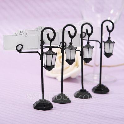 Özel organizasyonlarınızda misafirlerinizin yerlerini belirleyen minik tasarım objeler . online satış için www.neobutik.com