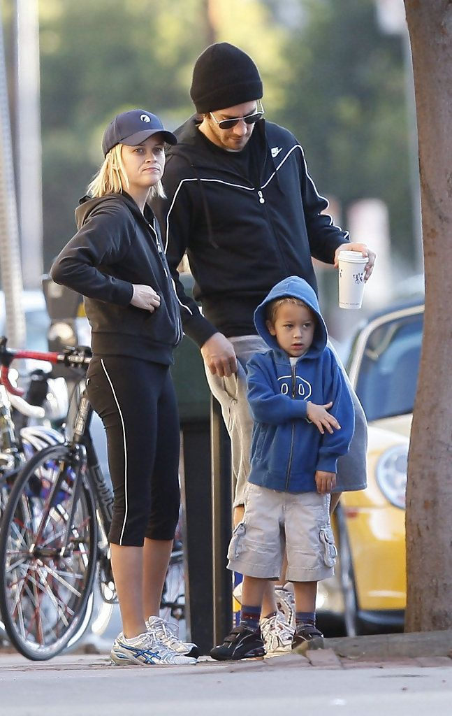 Jake Gyllenhaal and Deacon Phillippe Photos Photos - Actors Reese Witherspoon and Jake Gyllenhaal take Reese's son Deacon Phillippe, who turned 5 yesterday, out for a morning pastry in Brentwood, CA. Reese and Jake Take Deacon out For his 5th Birthday