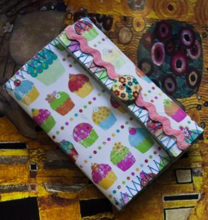 cartera de papel de scrap completamente hecha a mano. cartera de papel forrada papel,boton,cinta costura