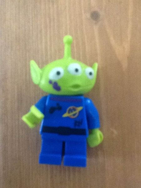 Rare Lego Toy Story 3 Alien - Buzz Lightyear Alien rescue Lego minifigure  -- ooh, I really need a few of these!