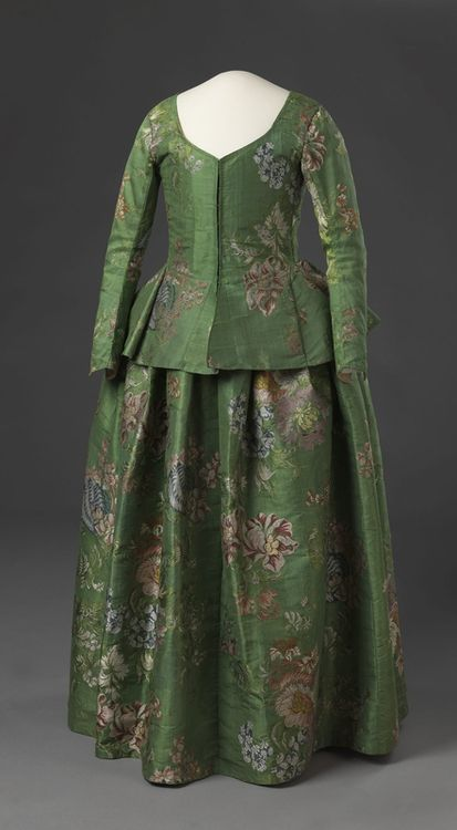 Jacket and petticoat, 1730-60  From the Digitalt Museum