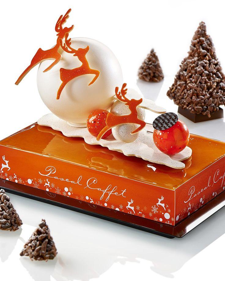 Noël 2014 I Pascal Caffet I Entremets féérique I Mousse caramel, biscuit dacquois aux amandes, compotée de poires à la vanille Bourbon de Madagascar, crémeux caramel à la Fleur de sel de Guérande, biscuit chocolat intense. 10/12 personnes : 84€.