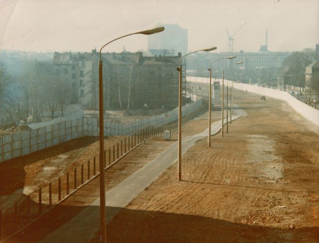 1844 Der Todesstreifen in der Bernauer Straße in Berlin, Aufnahme 1980er Jahre