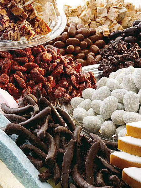 Les spécialités provençales : nougats de Montélimar, calissons de provence, guimauve, fruits secs enrobés de chocolat