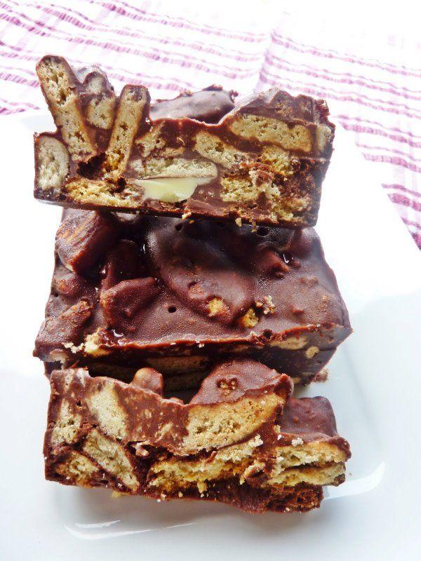 Πανεύκολο σοκολατένιο γλυκό ψυγείου με μπισκότα με 4 υλικά σε 3 κινήσεις